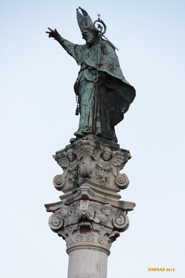 Statua di Sant'Oronzo sulla colonna