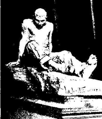 Foto d'epoca della statua La bestia umana