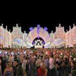 La bellezza delle luminarie allestite per la festa di San Giovanni Elemosiniere a Casarano